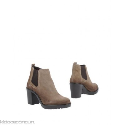 LUMBERJACK Ankle boot - worn effect logo solid colour elasticised gores round toeline geometric heel - Womens Chelsea Boots 11344315LD
